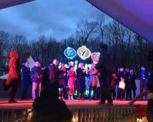 Vintra Lanterna Festivalo de Novjorko malfermiĝas ĉe la Komforta Haveno de Staten-Insulo en Novjorko la 28an de novembro 2018